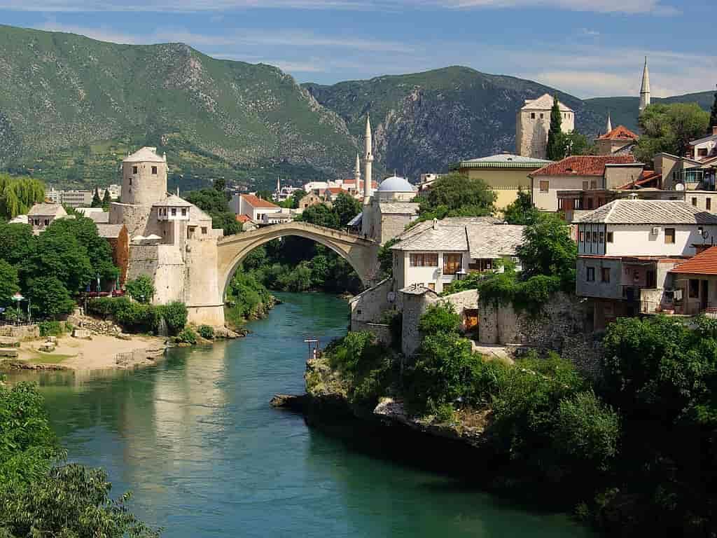 bridge-Neretva-River-Bosnia-and-Herzegovina-Mostar-1993